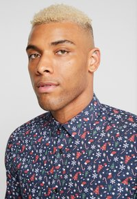 Only & Sons - ONSELHAM LS X-MAS - Camicia - blue nights - 4