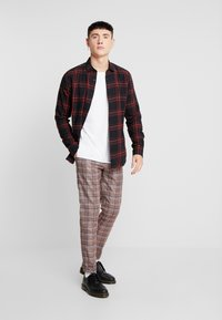 Only & Sons - ONSOTHAN CHECK SHIRT  SLIM FIT - Hemd - pompeian red - 1