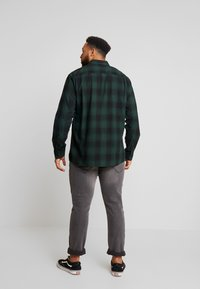 Only & Sons - ONSEWAN SHADOW CHECK SLIM - Košile - darkest spruce - 2