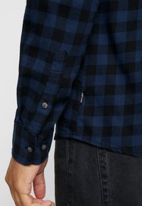 Only & Sons - ONSGUDMUND SMALL CHECK - Shirt - dress blues - 4