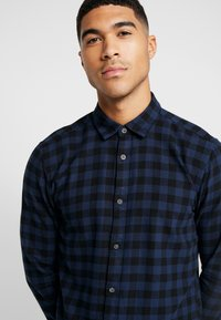 Only & Sons - ONSGUDMUND SMALL CHECK - Shirt - dress blues - 3