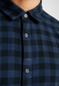 Only & Sons - ONSGUDMUND SMALL CHECK - Shirt - dress blues - 6