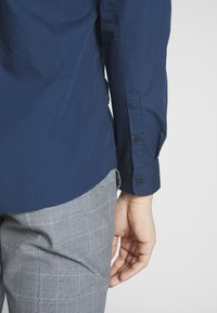 Only & Sons - ONSSANE SOLID POPLIN - Koszula - dress blues - 4