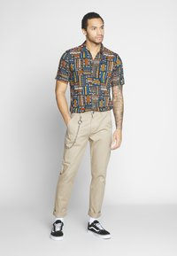 Only & Sons - ONSAARON AZTEC - Shirt - gold flame - 1