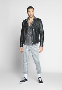 Only & Sons - ONSELROY DITSY AZTEC - Shirt - black - 1