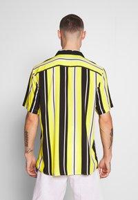 Only & Sons - ONSCARTER STRIPED - Koszula - blazing yellow - 2