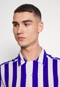 Only & Sons - ONSCARTER STRIPED - Camicia - clematis blue - 4