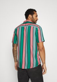 Only & Sons - ONSCARTER STRIPED - Chemise - greenlake