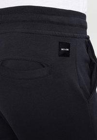 Only & Sons - ONSKENDRICK - Teplákové kalhoty - dark navy - 4