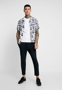 Only & Sons - ONSLINUS PANT - Trousers - dress blues - 1