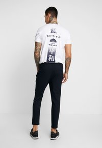 Only & Sons - ONSLINUS PANT - Trousers - dress blues - 2