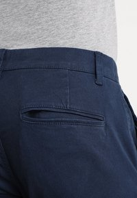 Only & Sons - ONSTARP  - Pantalones chinos - dress blues - 5