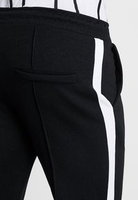 Only & Sons - ONSOWEN CROPPED - Tracksuit bottoms - black - 5