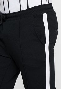 Only & Sons - ONSOWEN CROPPED - Tracksuit bottoms - black - 3