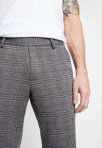 Only & Sons - ONSCARL CHECK - Spodnie materiałowe - pompeian red - 4