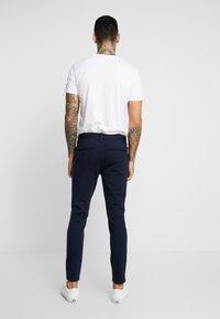 Only & Sons - ONSMARK PANT STRIPE - Spodnie materiałowe - night sky - 2