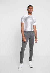 Only & Sons - ONSMARK PANT STRIPE - Kalhoty - medium grey melange - 1