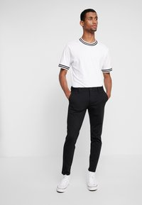Only & Sons - ONSMARK PANT STRIPE - Trousers - black - 1
