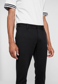 Only & Sons - ONSMARK PANT STRIPE - Trousers - black - 4
