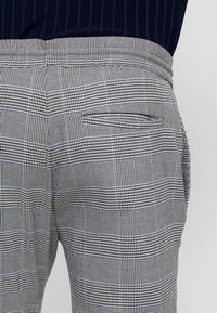 Only & Sons - ONSLINUS CHECK PANT - Kalhoty - griffin - 4