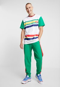 Only & Sons - ONSCOLOR PANTS - Pantalones deportivos - jolly green - 1