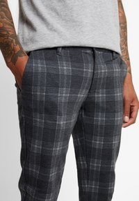 Only & Sons - ONSMARK PANT CHECK - Kangashousut - dark grey melange - 3