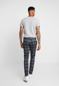 Only & Sons - ONSMARK PANT CHECK - Kangashousut - dark grey melange - 2