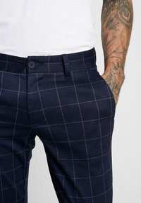 Only & Sons - ONSMARK PANT CHECK - Bukse - dark navy - 4