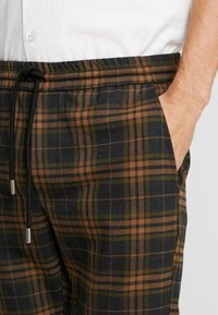 Only & Sons - ONSLINUS CHECK  - Trousers - brown - 4
