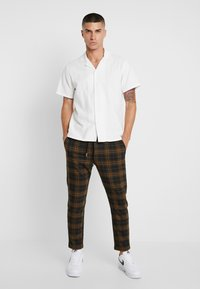 Only & Sons - ONSLINUS CHECK  - Trousers - brown - 1