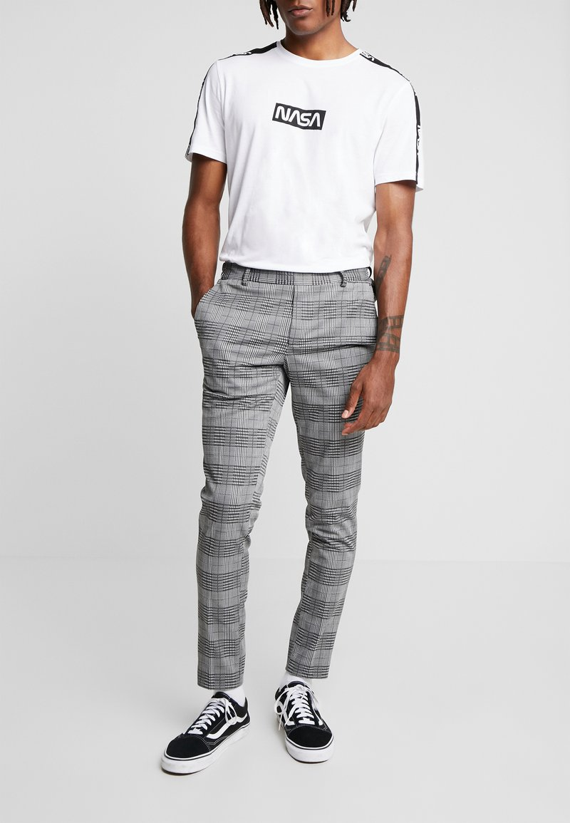 Only & Sons - ONSELIAS CHECK  PANTS - Trousers - black