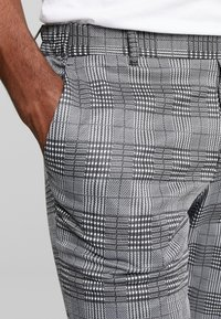 Only & Sons - ONSELIAS CHECK  PANTS - Trousers - black - 3