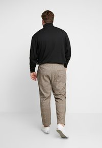 Only & Sons - ONSLINUS PANT CHECKS  - Trousers - chinchilla - 2