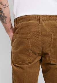 Only & Sons - ONSYARN LOOSE FIT - Pantalones - kangaroo - 3