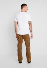Only & Sons - ONSYARN LOOSE FIT - Pantalones - kangaroo - 2