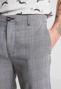 Only & Sons - ONSELYAS PANTS - Broek - medium grey melange - 3