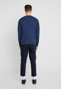 Only & Sons - ONSELYAS PANTS - Pantalones - dark navy - 2
