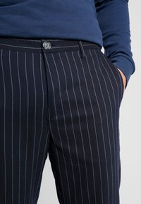 Only & Sons - ONSELYAS PANTS - Pantalones - dark navy - 3
