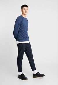 Only & Sons - ONSELYAS PANTS - Pantalones - dark navy - 1