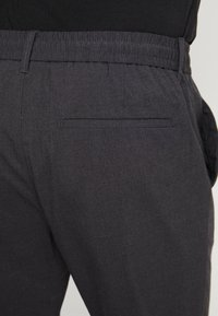 Only & Sons - ONSDION PANT - Tygbyxor - dark grey melange - 5