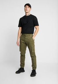 Only & Sons - ONSCAM STAGE CARGO CUFF - Cargo trousers - olive night - 1