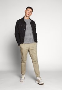 Only & Sons - ONSCAM CROPPED - Pantalones chinos - chinchilla - 1