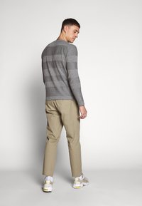 Only & Sons - ONSCAM CROPPED - Pantalones chinos - chinchilla - 2