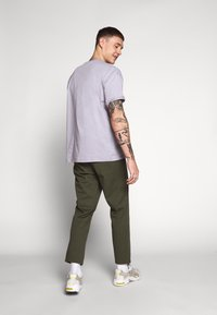 Only & Sons - ONSCAM CROPPED - Chinot - olive night - 2