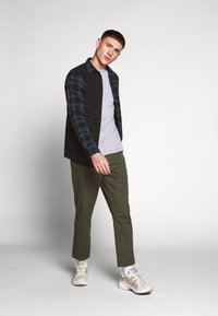 Only & Sons - ONSCAM CROPPED - Chinot - olive night - 1