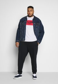 Only & Sons - ONSORGANIC PANTS PLUS - Tracksuit bottoms - black - 1