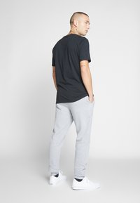 Only & Sons - ONSORGANIC SWEAT PANTS - Verryttelyhousut - medium grey melange - 2