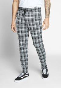 Only & Sons - ONSDESMOND CHECK PANTS - Kalhoty - black/white - 0