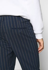 Only & Sons - ONSLEO STRIPE - Pantalones - dress blues - 4
