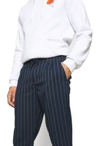 Only & Sons - ONSLEO STRIPE - Pantalones - dress blues - 3